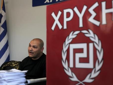 La Grecia boccia l'euro e premia i nazisti
