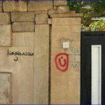 Il marchio dell'odio sulle case dei cristiani di Mosul