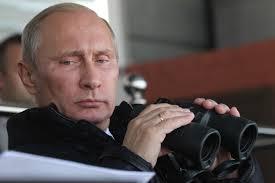 Minacciare Putin con la Nato e l'embargo non risolve la crisi ucraina