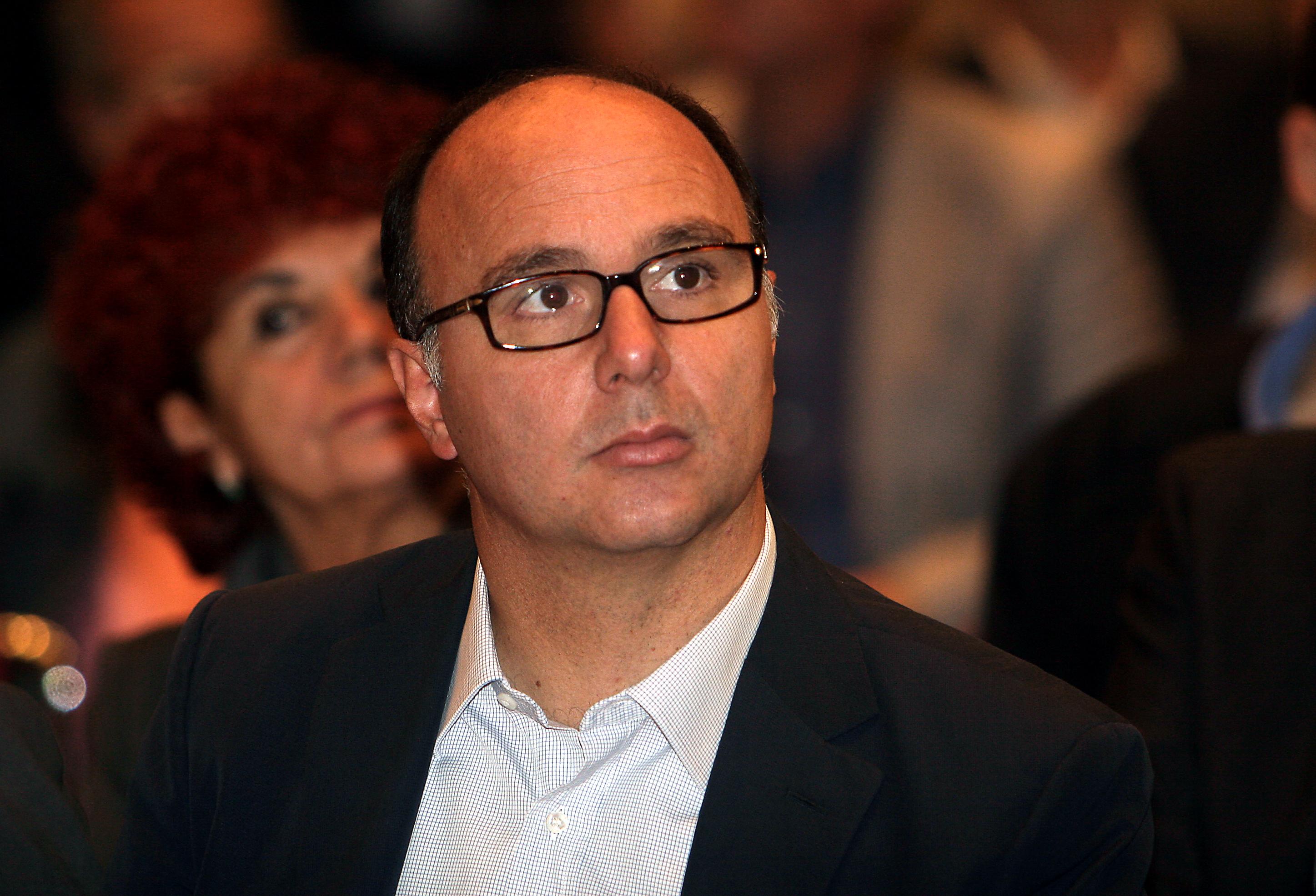 La classifica degli stipendi dei super manager italiani andrea guerra primo con 68 milioni di - La finestra di fronte andrea guerra ...