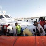 Le identificazioni dei migranti fatte anche con la forza