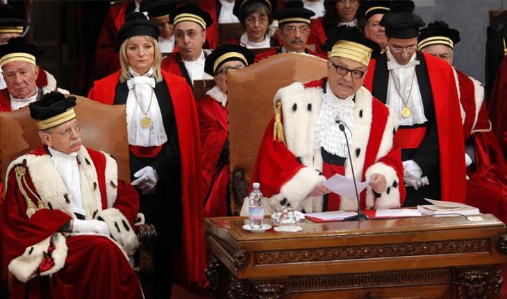 La politica aiuta o boicotta i giudici nel reprimere la corruzione? Questo dovrebbe chiedersi Renzi