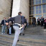 Basta un Conte Tacchia per umiliare la security di Milano