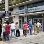 Grecia, code ai bancomat e davanti alle banche chiuse