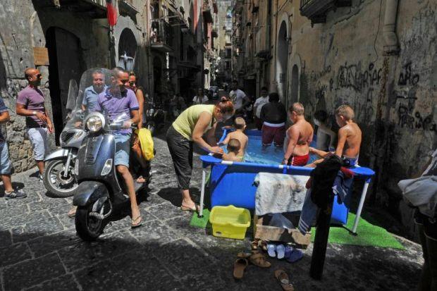 Puglia Calabria Campania Sicilia… mezza Italia vive già come la Grecia