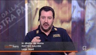 L'ennesimo travestimento del Salvini poliziotto che rivuole la  leva obbligatoria