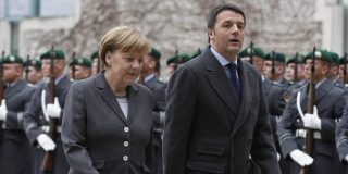Renzi ora fa la voce grossa con la Merkel ma, tranquilli, è solo politica interna