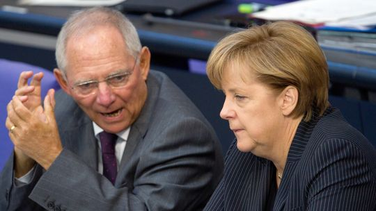 """Altro che caso Boschi… sulle banche l'Italia rischia la Troika, avvertimento del """"cattivo"""" Schaeuble"""