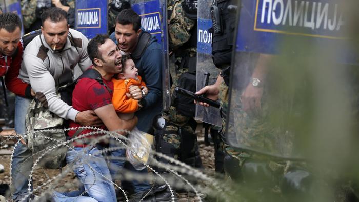 Pur di respingere i profughi l'Europa è pronta a amputarsi la Grecia. E poi, cos'altro ci tagliamo?