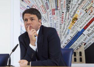 Le risate dei giornalisti stranieri all'annuncio di Renzi sull'apertura della Salerno-Reggio Calabria