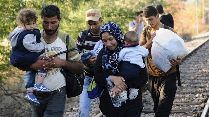 """Migranti, vergognoso l'ultimatum Ue alla Grecia: """"Teneteveli, se no buttiamo fuori anche voi"""""""