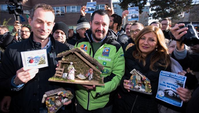 Festeggiare il Natale a scuola: la vera storia di Rozzano e della destra che difende il presepe
