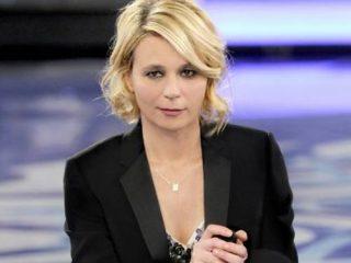 """Maria De Filippi batte i ritardi della politica con il """"trono gay"""" a """"Uomini e Donne"""""""