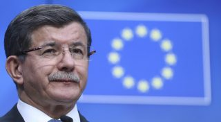 Erdogan ricatta l'Europa sui migranti, bravo Renzi a opporsi