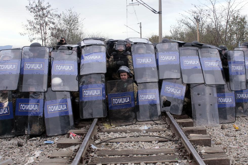 L'Europa-moncherino: disposta a amputarsi le gambe pur di respingere i profughi