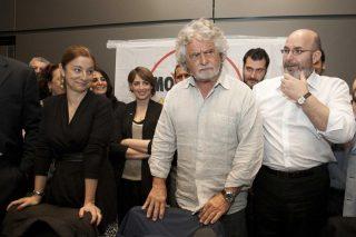 Beppe Grillo si è dimenticato della legge M5S che introduce la maternità surrogata