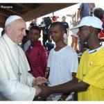 La ridicola accusa a Francesco di ispirarsi alla Trilateral sull'accoglienza per i migranti