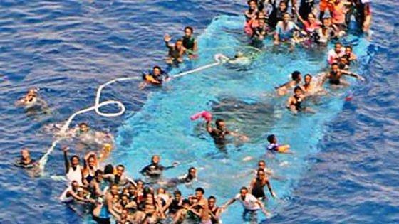 Altra strage in mare, dopo il naufragio di ieri. Ma l'Europa continua a proibire l'uso di traghetti per i migranti