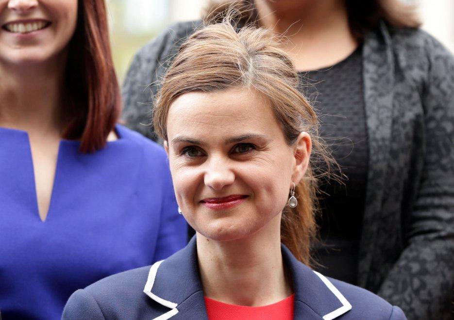 Il fanatismo nazionalista colpisce di nuovo una donna europeista: in Gran Bretagna come già a Colonia